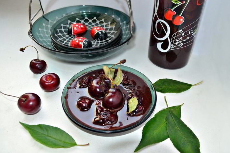 Густое варенье из вишни с косточками и без них: 11 простых рецептов на зиму