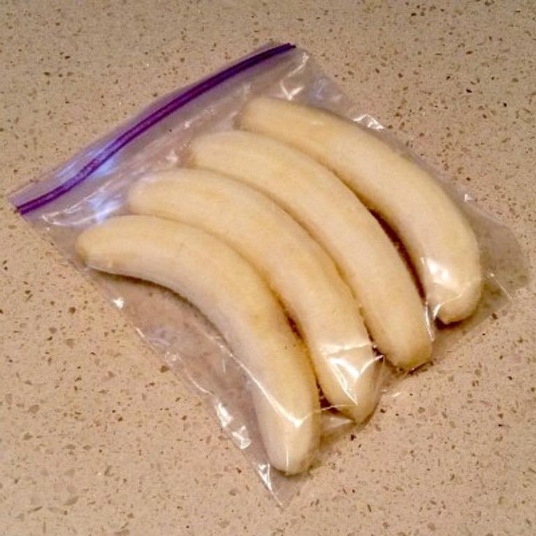 Можно ли замораживать бананы в морозилке: кулинарные хитрости