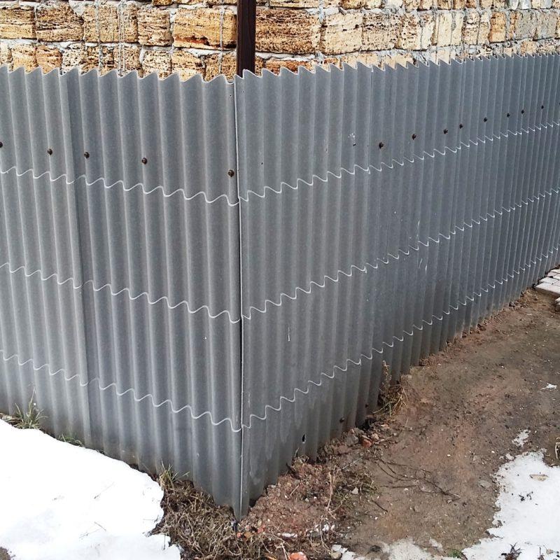 Забор на даче эконом вариант своими руками: виды ограждений, фото, технология изготовления