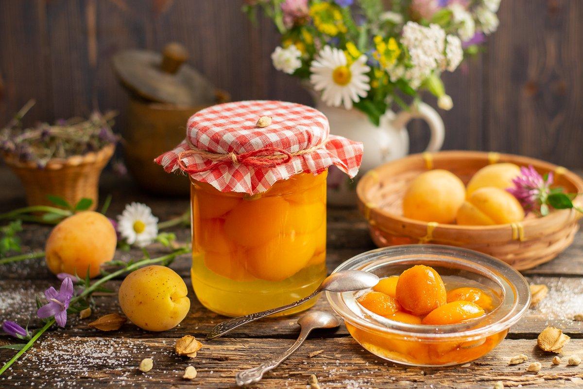 Как вкусно приготовить дольки южных абрикосов в сиропе?