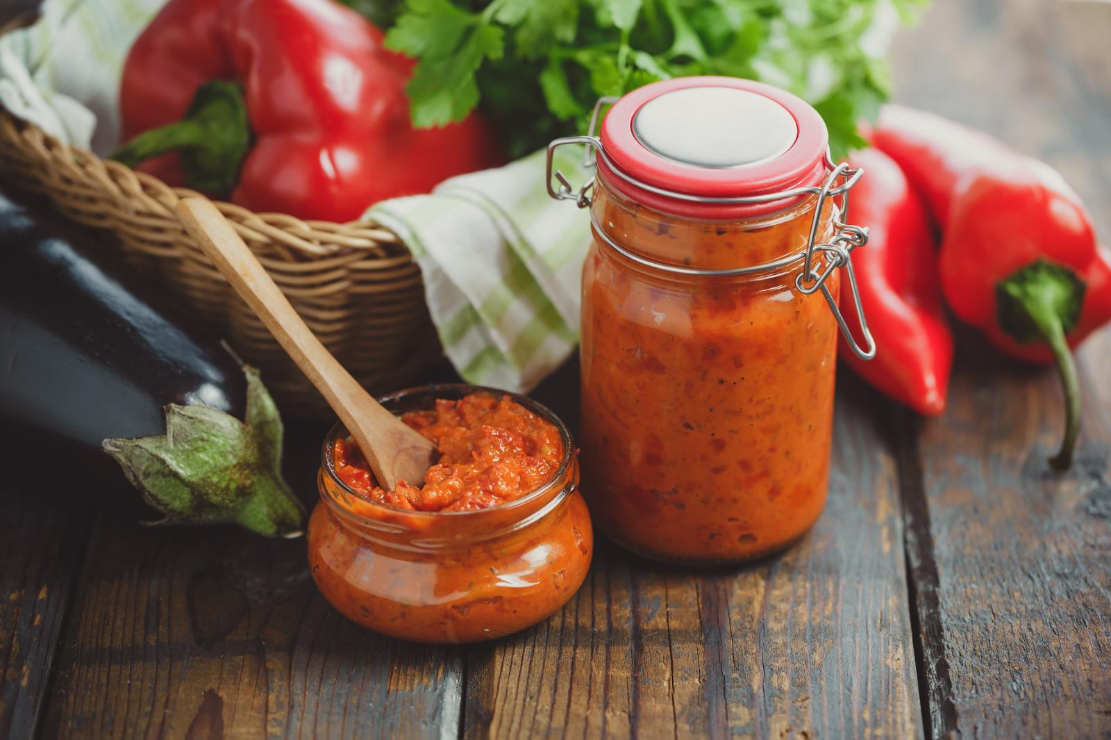 Айвар: рецепт по-сербски на зиму и 2 оригинальных варианта приготовления соуса