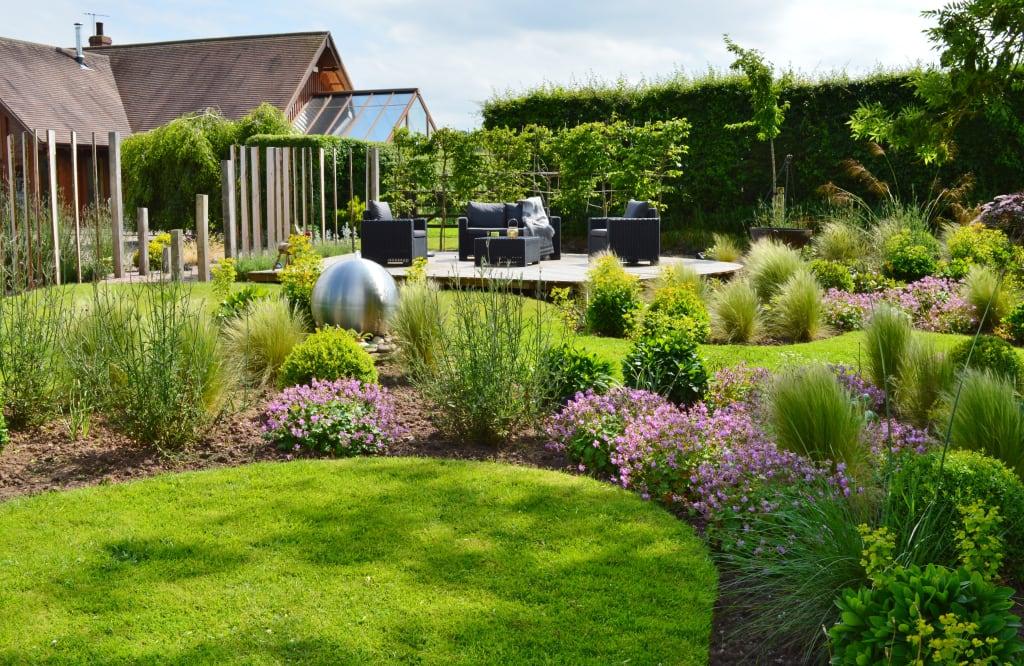 Очарование стиля кантри в саду
