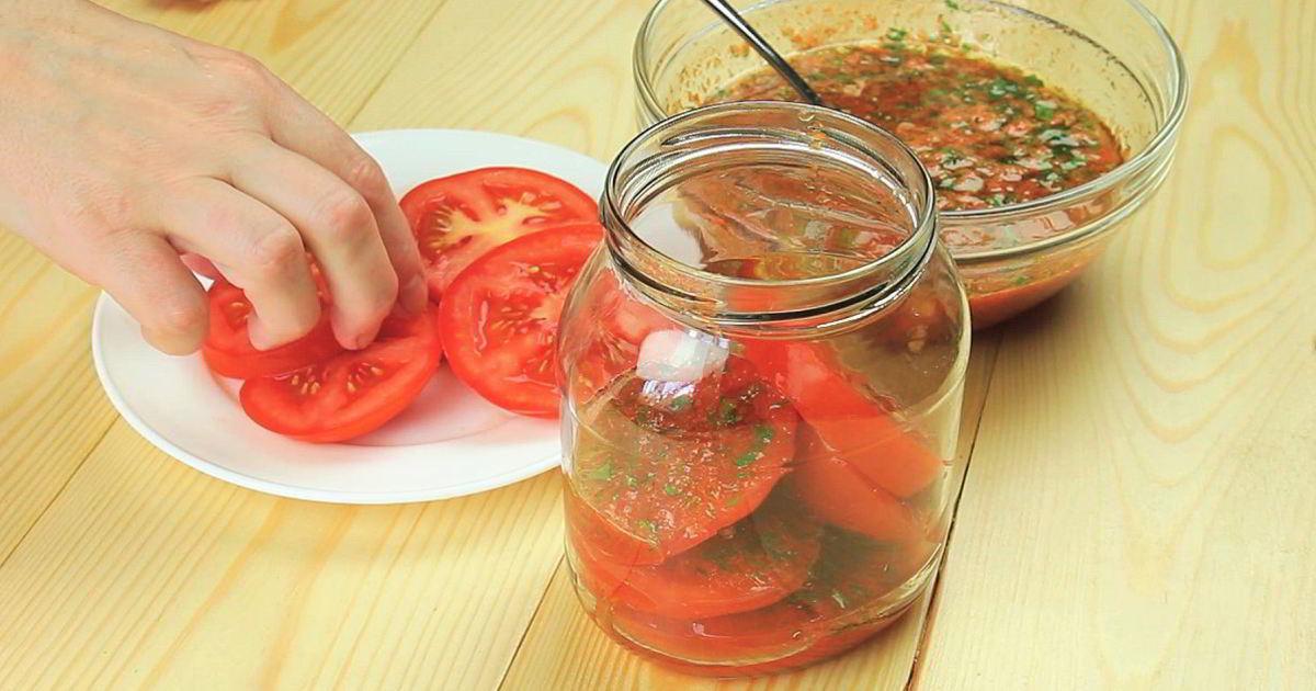 Заготовки на зиму: свежие помидоры по-корейски в банках
