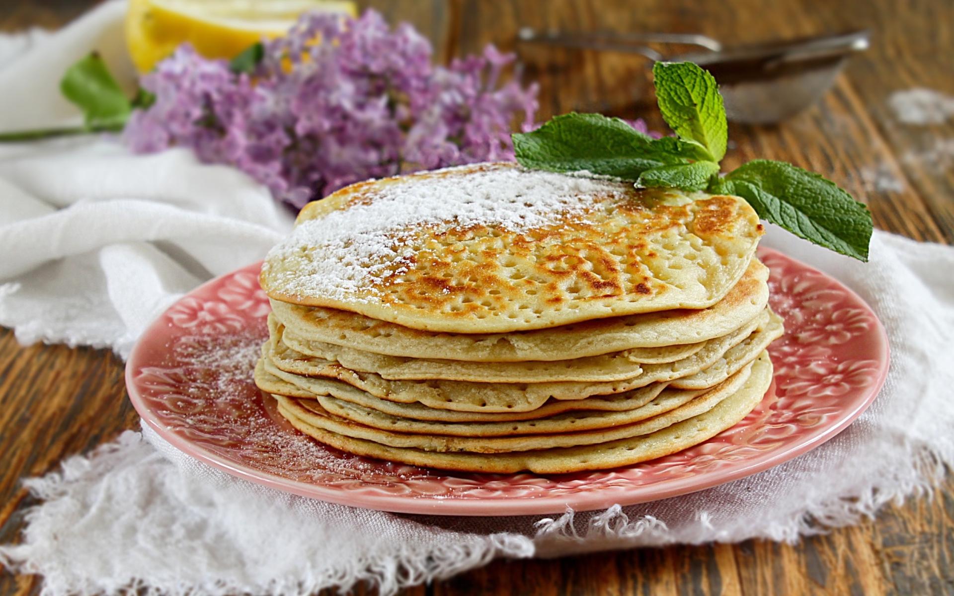 Приготовление дрожжевых блинов на воде: простые рецепты аппетитного лакомства