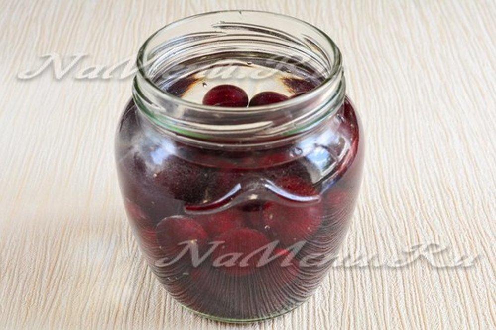 Вишневое ассорти: компот на зиму с добавкой фруктов