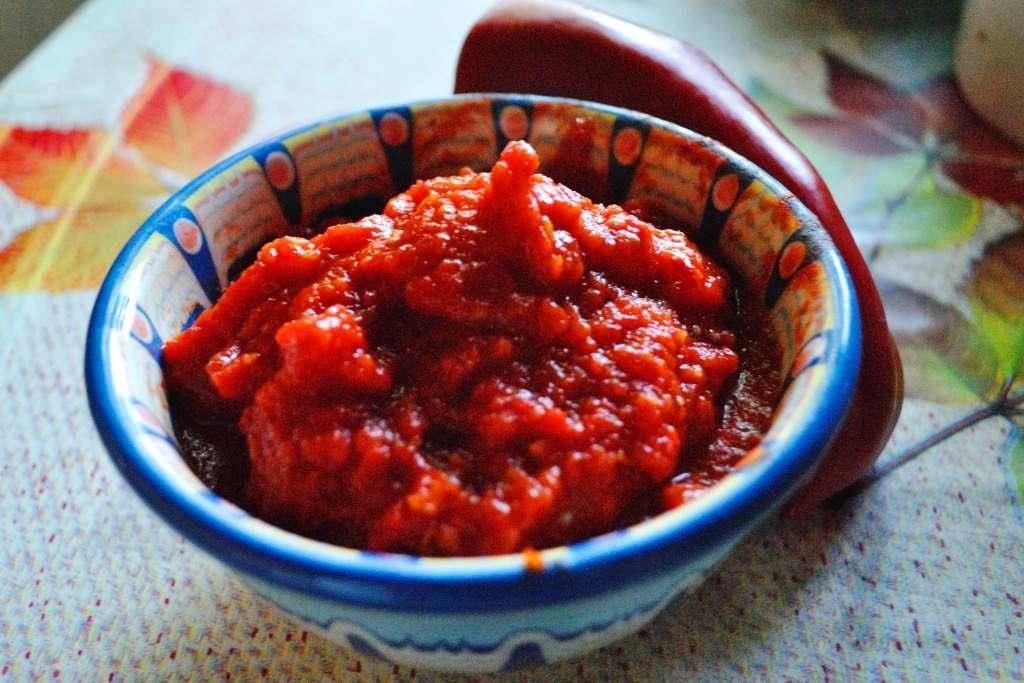 ТОП 10 рецептов лютеницы по-болгарски на зиму с баклажанами и морковью, хранение