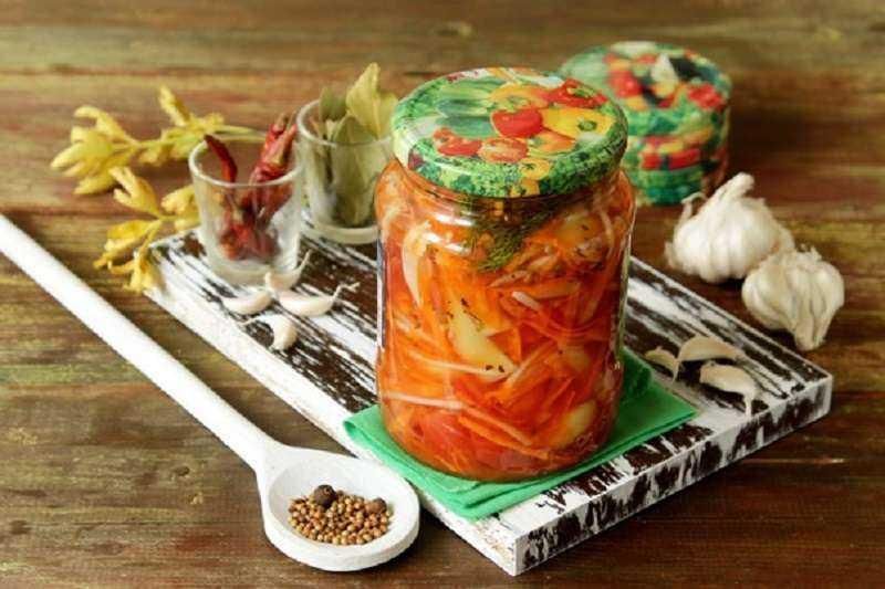 Простые и вкусные рецепты салатов на зиму от наших кулинаров