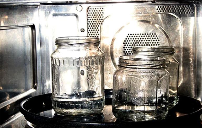 Способы стерилизации банок: в духовке, в микроволновке, на паровой бане и другие