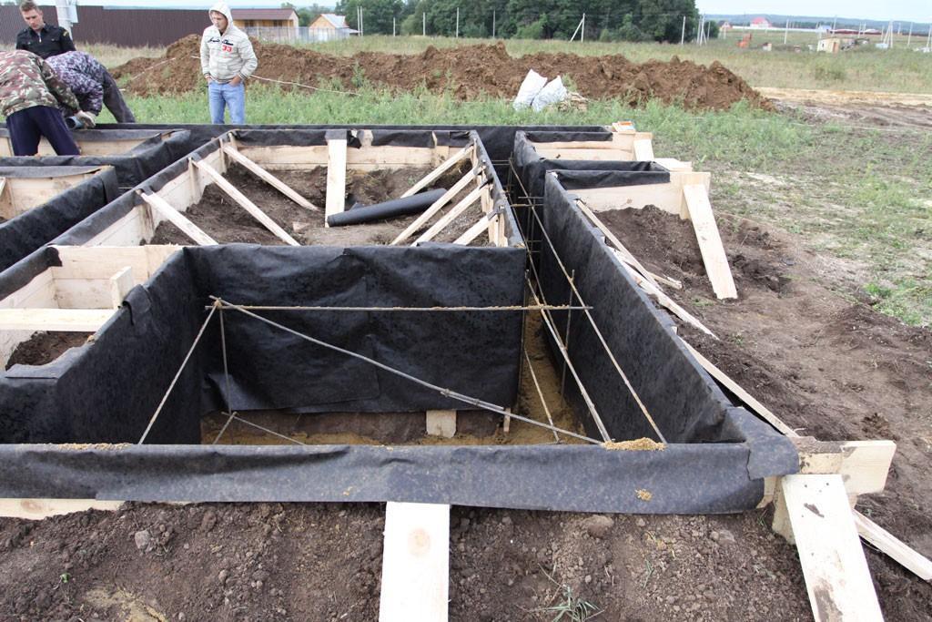 Теплицы из поликарбоната : фундамент для теплиц, нужен ли, как сделать, основание и установка, выбор материалов для капитальной теплицы на фундаменте русский фермер