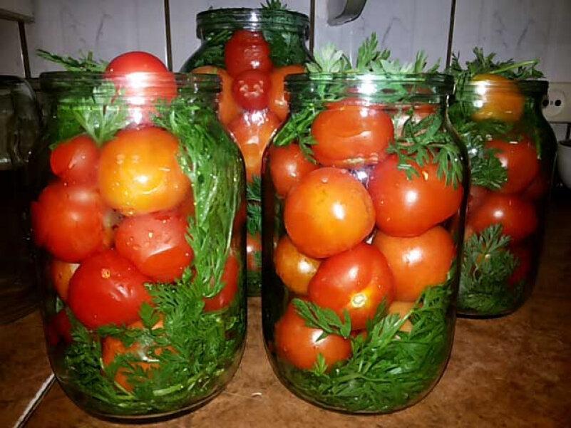 Помидоры с морковной ботвой на зиму — рецепты на 1 и 3 литровую банку
