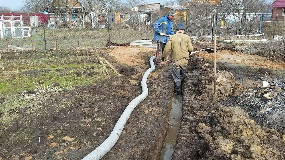 Как осушить участок от воды своими руками? способы слива