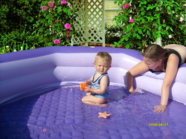 Надувной бассейн для детей до 1 года: критерии выбора чаши для годовалого ребенка, обзор моделей для малышей с ценами