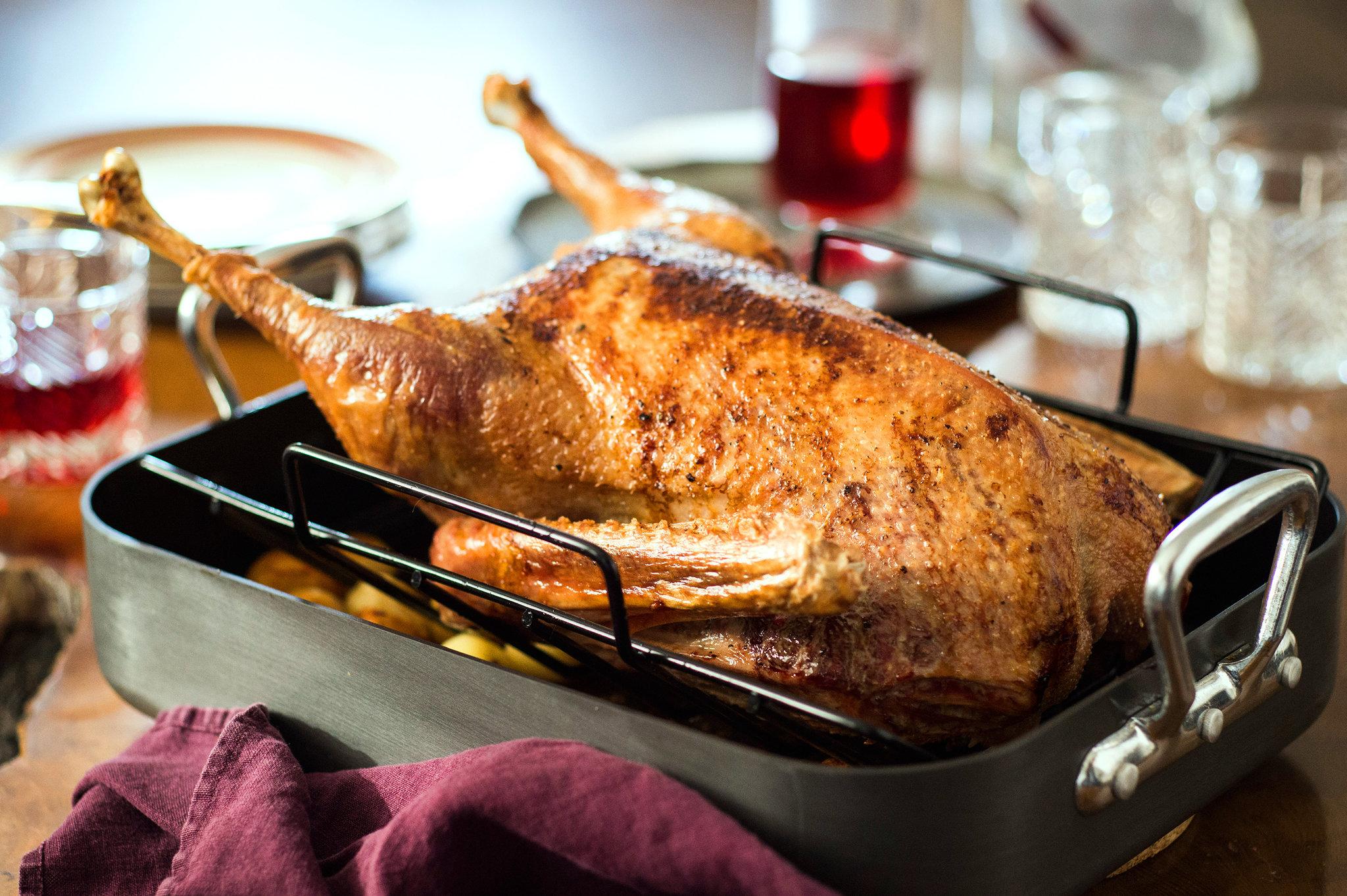 Сочная и мягкая утка с картошкой в духовке — 8 вкусных рецептов