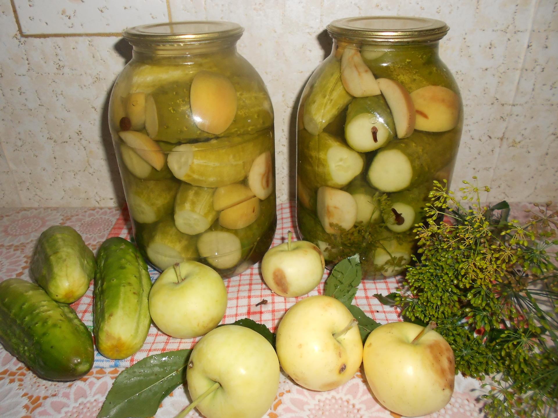 Быстрые рецепты приготовления консервированных огурцов с яблоками на зиму