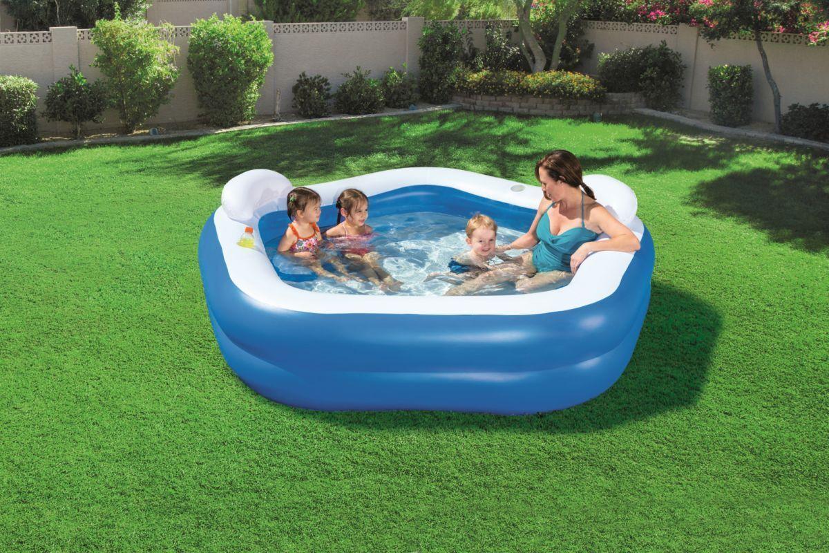 Какой бассейн лучше: каркасный или надувной?