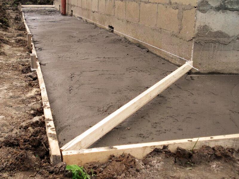 Укладка песчаника: на песок и на бетонное основание, технология кладки на цоколь своими руками. как класть на землю и отмостку вокруг дома?