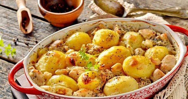 Картошка запеченная в сметане в духовке рецепт с фото пошагово - 1000.menu