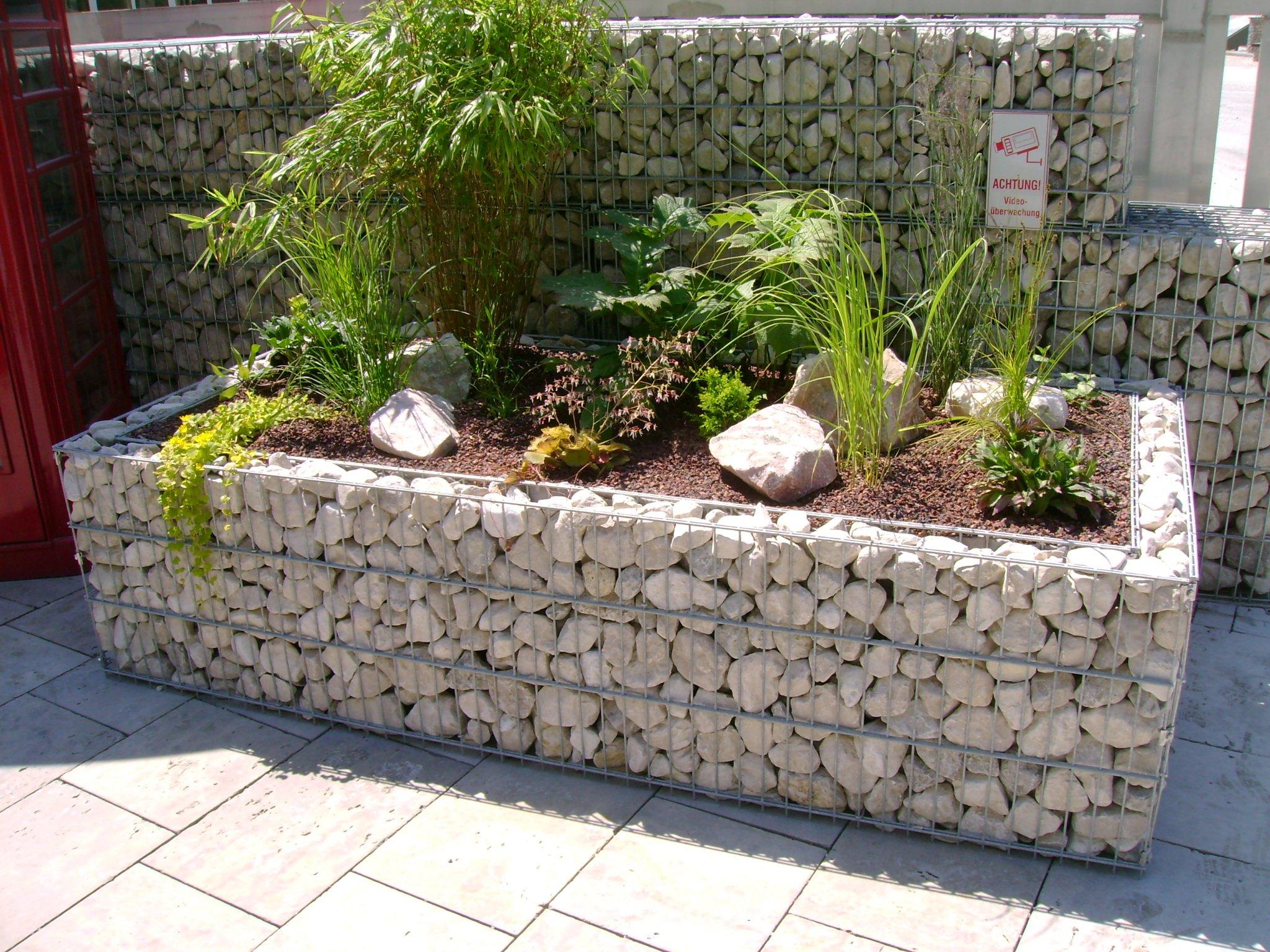 Клумбы из камня: эстетика природных камней на вашем участке