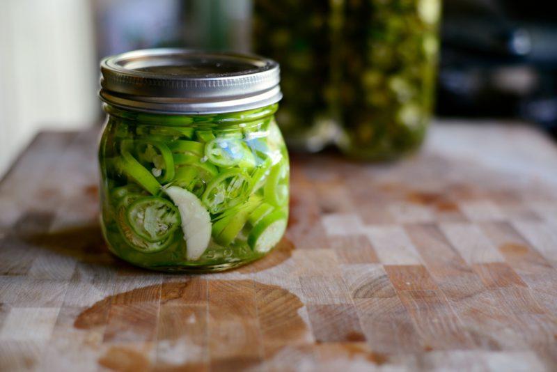 Маринованный кизил: 4 простых рецепта приготовления консервации на зиму