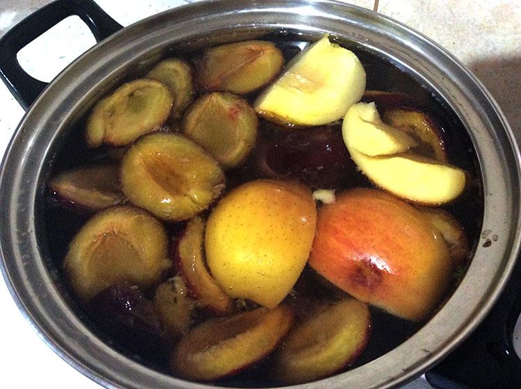 Компот из слив и яблок на зиму: простые рецепты