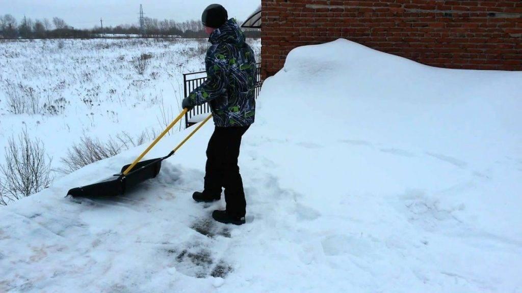 Лопата для уборки снега: особенности снегоуборочных моделей из фанеры и оцинковки. характеристики деревянных лопат