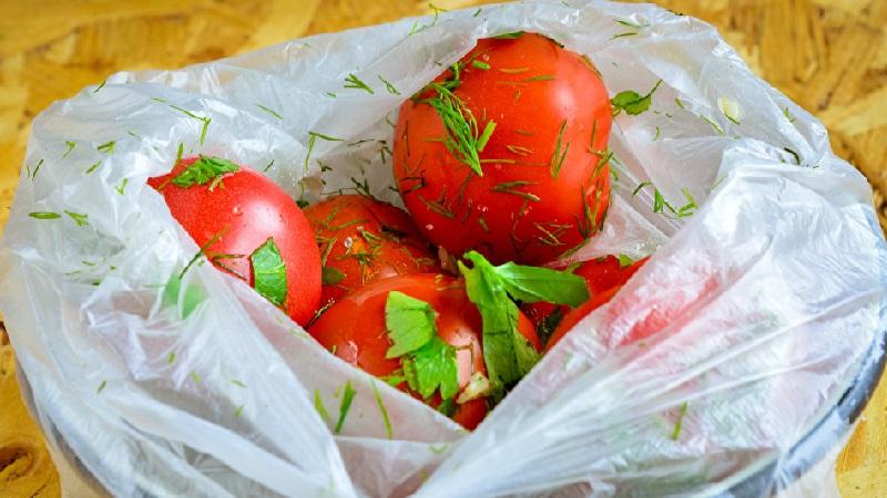 Солим помидоры на зиму за 5 минут: подборка простых рецептов