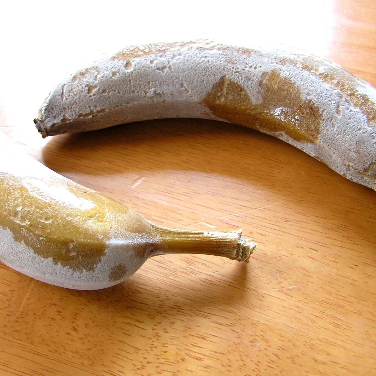 Можно ли замораживать бананы в морозилке. в каких условиях требуется хранить бананы дома, как это делать правильно, чтобы они не почернели, и можно ли их замораживать? банановое мороженое с добавление