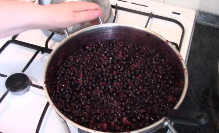 Варенье из ирги и черной смородины: 3 пошаговых рецепта приготовления на зиму