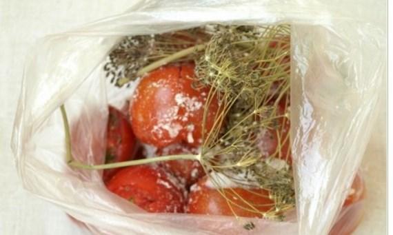 Малосольные помидоры 8 рецептов быстрого приготовления –  в банке, в пакете быстрый рецепт за 5 минут, в кастрюле и другие | вместе обо всем