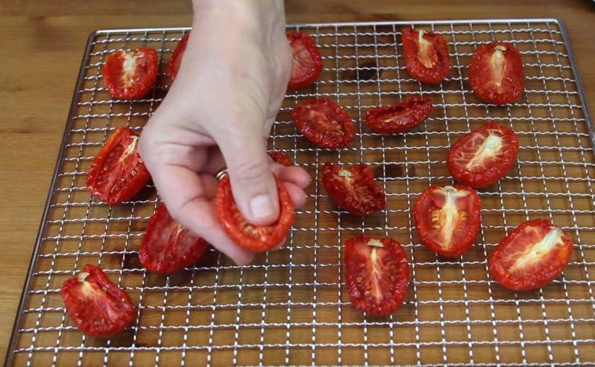 Вяленые помидоры в домашних условиях - как завялить в духовке или на солнце и заготовить на зиму в масле