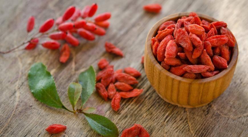 Плоды барбариса: полезные свойства и противопоказания, варианты применения