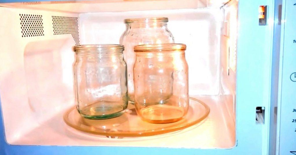 Стерилизация банок в микроволновке: можно ли ставить стекло в микроволновую печь