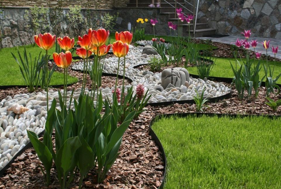 Розарий на даче: красивый ландшафтный дизайн, варианты размещения в саду участка, схемы посадки на клумбе  - 27 фото