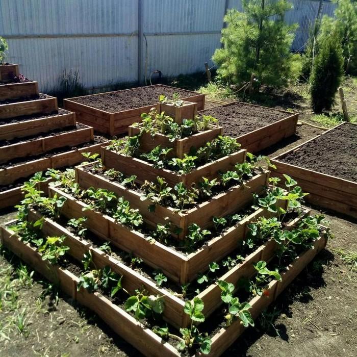 Многоярусные садовые клумбы: особенности самостоятельного изготовления и готовые решения