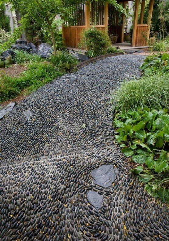 Мощение дорожек натуральным камнем на даче своими руками