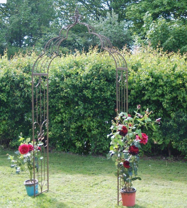 Садовая арка для вьющихся растений, винограда, роз и других цветов на даче своими руками: пошаговая инструкция с фото