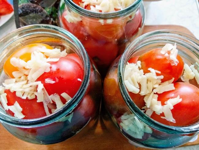 Помидоры маринованные с хреном и чесноком на зиму: 9 пошаговых рецептов