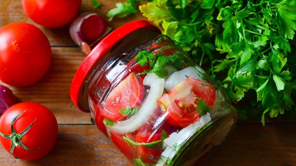 Салат из помидоров с луком на зиму | рецепты с фото и видео