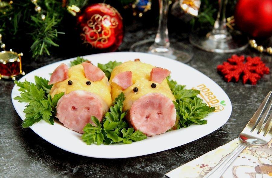 Салаты на новый 2019 год, год желтой свиньи в виде поросенка, свинки