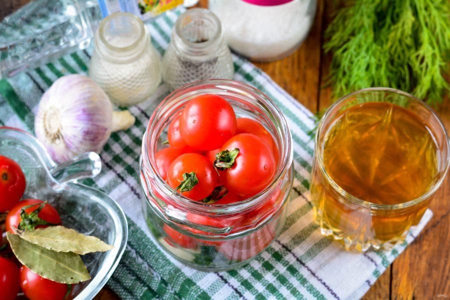 Почему мутнеют маринованные и консервированные помидоры в банках и взрываются: что делать, как исправить? можно ли есть маринованные помидоры в помутневшем рассоле?