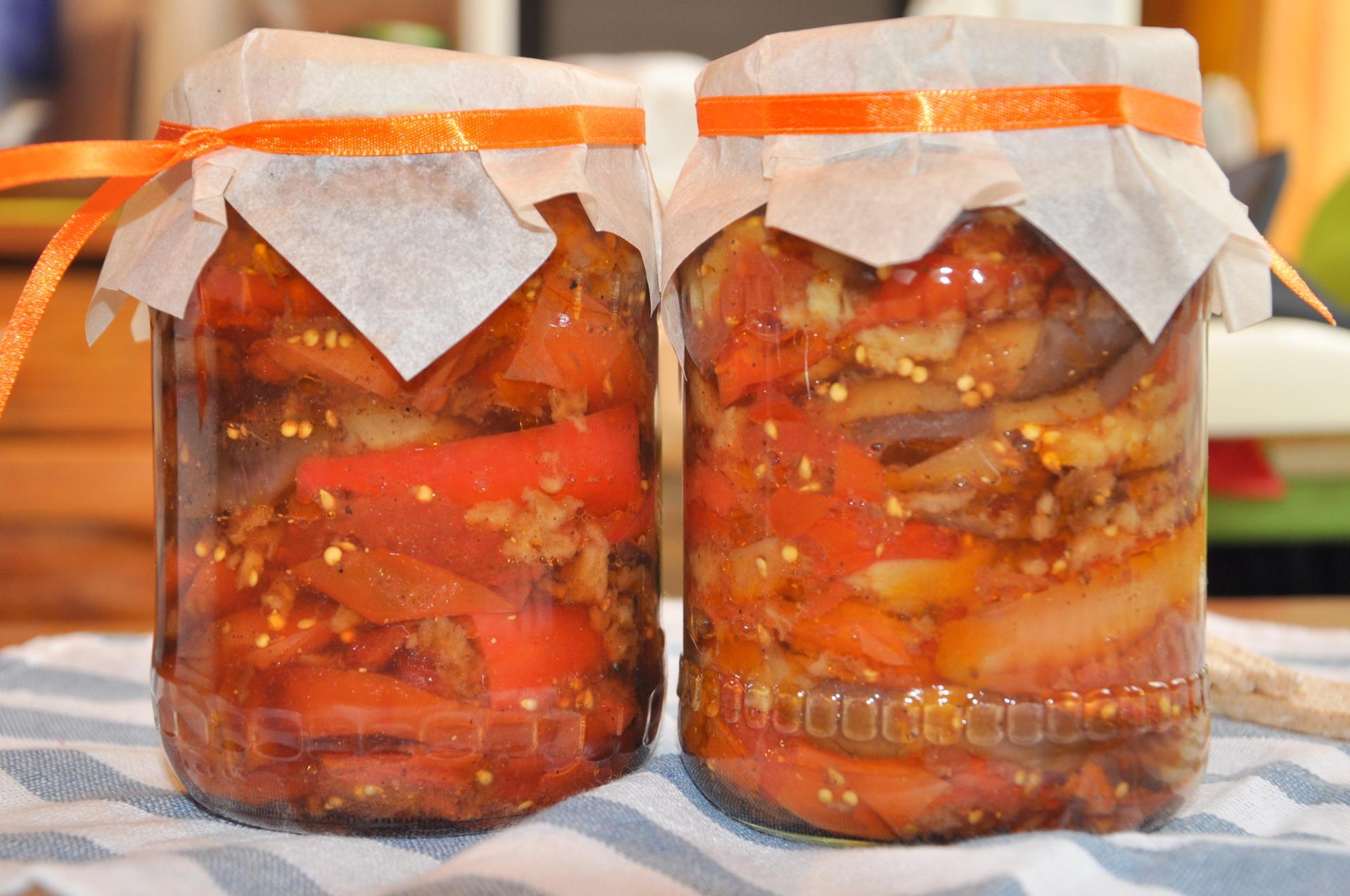 Помидоры, перекрученные через мясорубку на зиму: 22 самых вкусных рецепта
