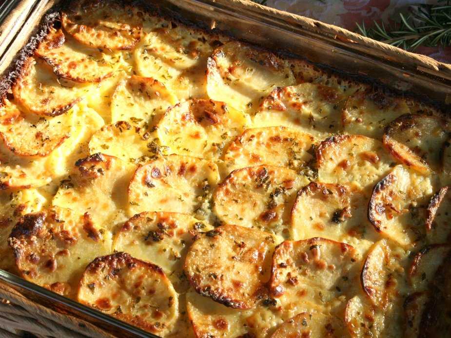 Картошка в духовке с мясом и сыром: 5 вкусных рецептов