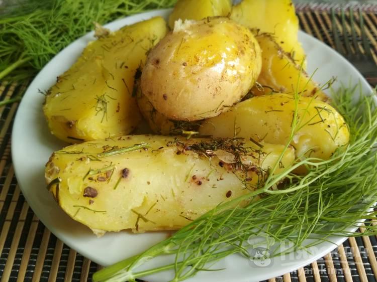 Как запечь картошку в кожуре в духовке?