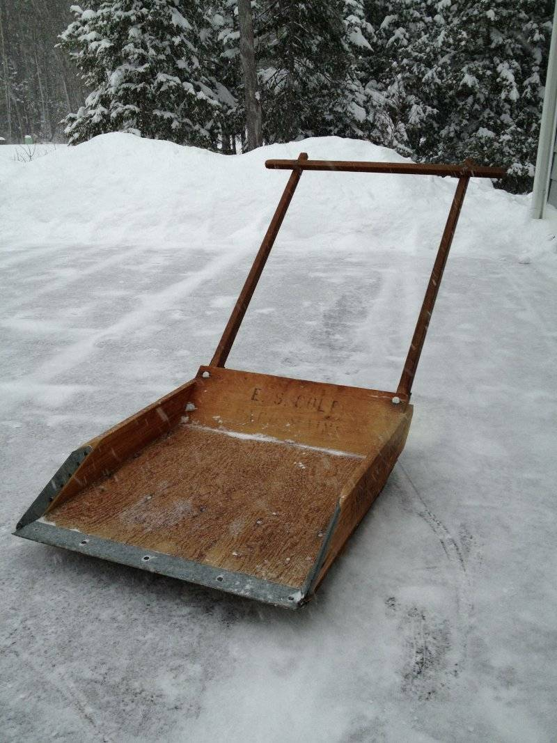 Лопаты для уборки снега (49 фото): зимние снегоуборочные устройства со складным черенком, сравнение снеговых моделей «богатырь» и «сахара»