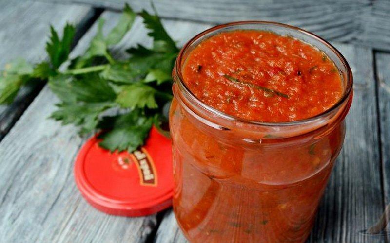 Лютеница по-болгарски: рецепт на зиму с баклажанами и морковью, с фото и видео