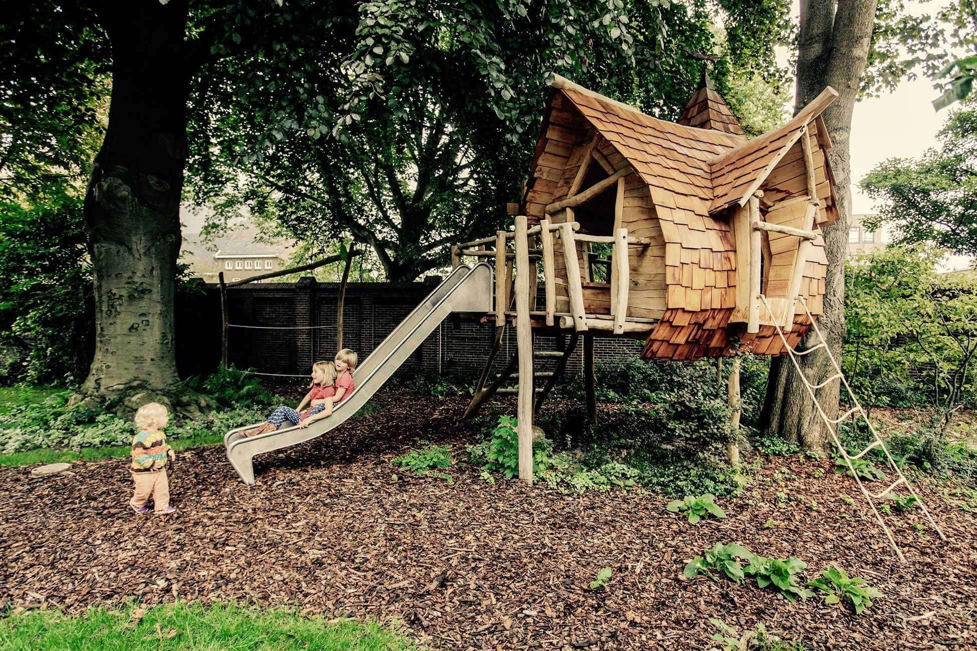 Какими бывают домики на дереве и как их построить?