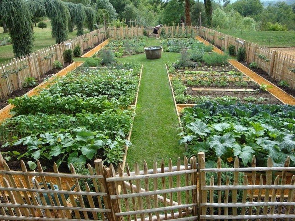 Красивый огород: различные варианты ландшафтного дизайна, интересные идеи оформления грядок на даче из подручных средств  - 25 фото