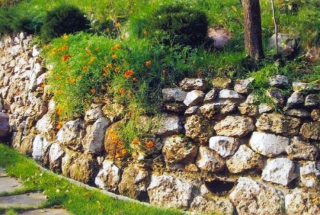 Укрепление стенок дренажных канав: обзор лучших способов