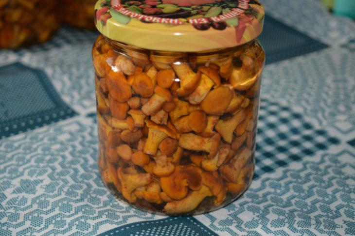 Хрустящие маринованные лисички на зиму: 5 простых рецептов приготовления