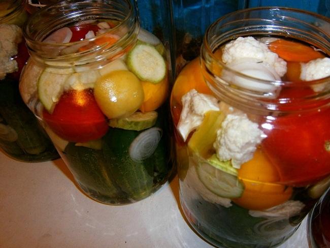 Топ 16 рецептов приготовления маринованного ассорти из овощей на зиму